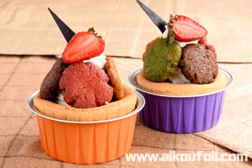 Cookies and strawberry cupcake with chocolate decorated Alu35